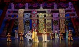 Het Keizerpaleis in de tweede handeling van Tang Dynasty-The: een feest in de van het paleis-heldendicht de Zijdeprinses ` dansdr royalty-vrije stock fotografie