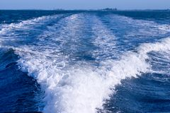 Het kielzog van de boot Stock Fotografie