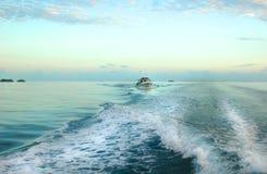 Het kielzog van de boot Royalty-vrije Stock Foto's