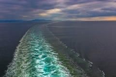 Het Kielzog van het Schip van de cruise stock foto