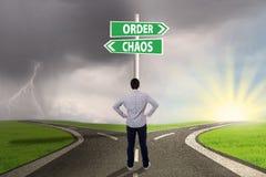 Het kiezen van orde of chaos 1 stock afbeeldingen