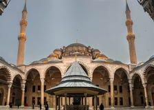 Het kijken aan Fatih Mosque stock foto