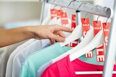 Het kijken door kleren Royalty-vrije Stock Fotografie