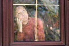 Het kijken door venster royalty-vrije stock fotografie