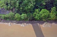 Het kijken neer van de brug stock afbeelding