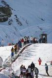 Het kijken omhoog de skihellingen van de Siërra de bergen van Nevada in Spai Stock Fotografie