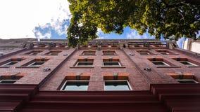 Het kijken omhoog op een gebouw royalty-vrije stock foto's