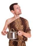 Het kijken omhoog wilde mens met gekookt voedsel in een pan Stock Foto's