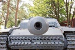 Het kijken onderaan het vat van een tank Stock Foto