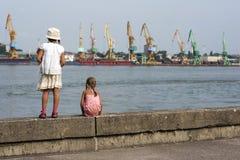 Het kijken op de haven Stock Foto