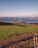 Het kijken over ingang aan Gebied op Windturbines en Arran Royalty-vrije Stock Foto