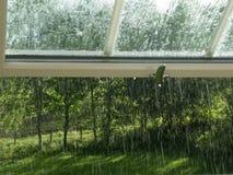 Het kijken uit een venster op regen royalty-vrije stock foto's