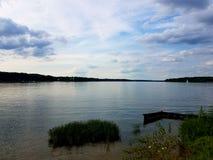 Het kijken uit over Eagle Creek Reservoir van Hooimijtenkoffie Boatyard royalty-vrije stock fotografie