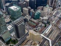 Het kijken uit van binnenuit de CN Toren in Toronto royalty-vrije stock foto's