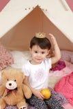 Het kind beweert Spel: Prinses Crown en Tipitent Stock Afbeeldingen
