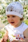 Het kind in bloemen Royalty-vrije Stock Foto