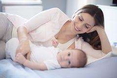 Het kind is de betekenis van het leven royalty-vrije stock afbeelding