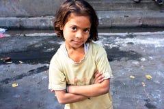 Het kind kijkt kalm en gelukkig stock fotografie