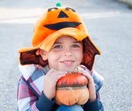 Het kind kleedde zich omhoog voor Halloween Stock Foto's