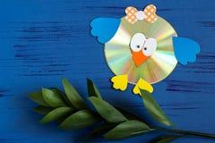 Het kind maakt vogel van CD Stap 16 Royalty-vrije Stock Foto