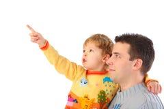 Het kind op handen bij papa richt vinger Royalty-vrije Stock Foto's