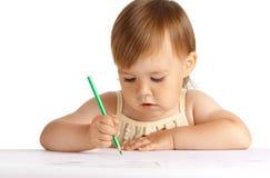 Het kind trekt met groen kleurpotlood Stock Foto's
