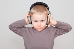 Het kind van de muziek stock afbeeldingen