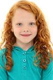 Het Kind van het meisje met Oranje Krullend Haar en Blauwe Ogen Stock Foto