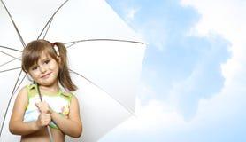 Het kind van het meisje met paraplu royalty-vrije stock foto