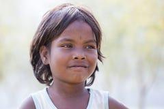 Het kind van portretnepali op de straat in Himalayan-dorp, Nepal Royalty-vrije Stock Afbeeldingen