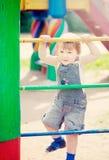 Het kind van twee jaar bij speelplaats Royalty-vrije Stock Foto