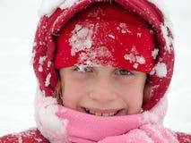 Het kindspel van de winter in sneeuw Stock Foto