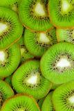 Het kiwifruit snijdt achtergrond Stock Afbeelding