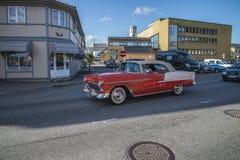 Het klassieke Amerikaanse auto lopen Stock Afbeeldingen