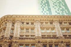 Het klassieke en Moderne Architectuur verbazen Stock Fotografie