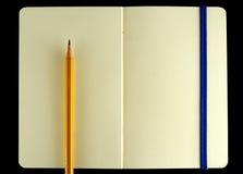 Het klassieke geopende boek van de moleskinenota Stock Foto's