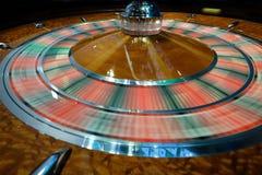 Het klassieke wiel die van de casinoroulette snel spinnen Royalty-vrije Stock Afbeeldingen