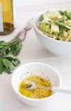Het kleden zich voor groene salade Royalty-vrije Stock Fotografie