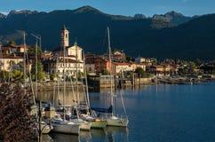 Het kleine die dorp van Feriolo dichtbij Baveno, op Meer Maggio wordt gevestigd stock fotografie