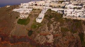 Het kleine dorp Imerovigli op Santorini-Eiland stock footage