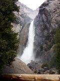 Het kleine en lagere deel van Yosemite valt - Waterval in het Nationale Park van Yosemite, Sierra Nevada, Californië royalty-vrije stock fotografie