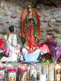 Het kleine heiligdom van St Mary vulde met votive kaarsen royalty-vrije stock foto's