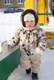 Het kleine kind op een speelplaats van kinderen royalty-vrije stock foto's