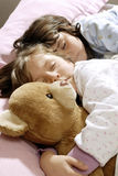 het kleine meisjes slapen Stock Foto