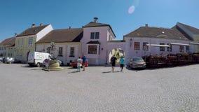 Het kleine mooie Oostenrijkse Hoofdvierkant van de dorpsroest stock videobeelden
