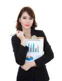 Het klemborddocument van de bedrijfsvrouwengreep met geïsoleerde financiëngrafiek royalty-vrije stock fotografie