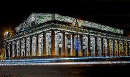 Het kleurrijke abstracte de bouwarchitectuur 3d teruggeven drijft kubusillustratie uit royalty-vrije stock foto's