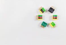 Het kleurrijke cirkelpatroon van Computerschakelaars op witte close-up Stock Foto's