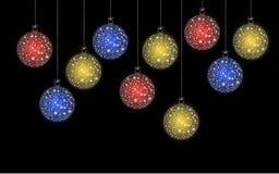 Het kleurrijke de bal van Kerstmis hangen Stock Foto