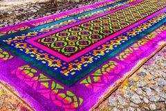 Het kleurrijke geverfte tapijt van de zaagsel Heilige Donderdag, Antigua, Guatemala Royalty-vrije Stock Afbeeldingen